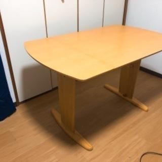 伸長式ダイニングテーブル 回転椅子