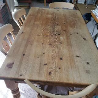 パイン材のテーブルと椅子4脚セット