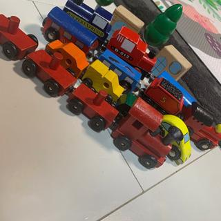 木製 電車と車