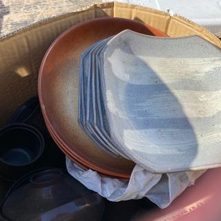 飲食店から引き上げた食器 鍋 皿