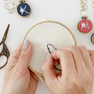 刺繍初心者さんが、毎日「ちくちく」したくなるイニシャル刺繍体験