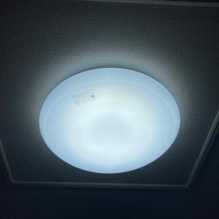 引っ越しの為、処分します、東芝LEDシーリングライト、照明器具、LEDH0808AD-LDの画像