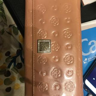 CLATHASのがま口付きの長財布です
