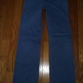 ブルーのカラージーンズ。67-92