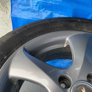 スノータイヤ スタッドレスタイヤの画像