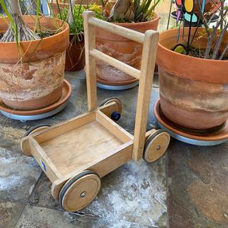 木製手押し車 シャビーガーデンにの画像
