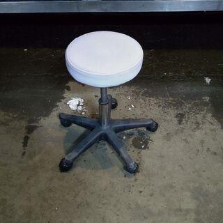 キャスター付き 丸椅子 5本足 ホワイト ① 配送OK 早いもの勝ち 格安 引取歓迎の画像