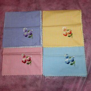 パンジーの手刺繍のナフキン4マイセット