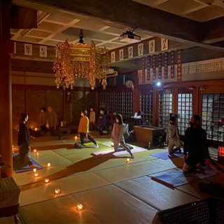 お寺でキャンドルヨガ 毎週第4土曜日18時〜 − 愛知県