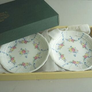 Pure & white 花模様の洋皿5枚セット(未使用)