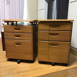 【お取り引き中】木製3段引き出し収納キャスター付き2個