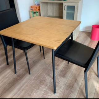 テーブル・椅子3点セット