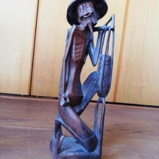 バリ島?農民の木彫りの像
