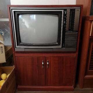 アンティークなブラウン管テレビ