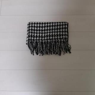 ストール 黒×白の画像