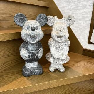 ミッキーとミニーの石像(小さめサイズ)