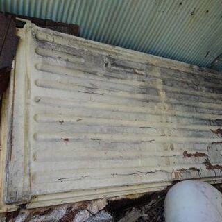 太陽熱温水器の土台部分(集熱パネルのベース部分)