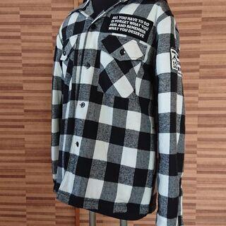 キルティング加工で上着としても★メンズ白×黒チェックシャツ/Mサイズ