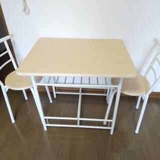 ダイニングテーブルと椅子2脚のセット