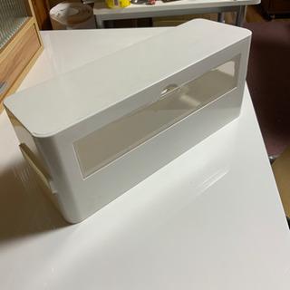 配線を隠すボックス