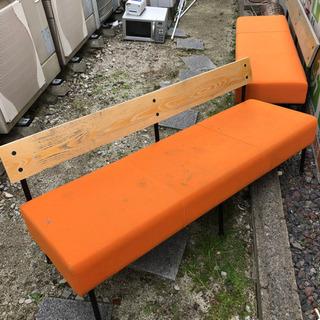 オレンジベンチ×2の画像