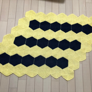ハンドメイド手編みラグ
