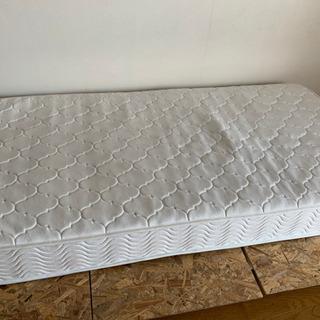 ベッド、マットレスシングル
