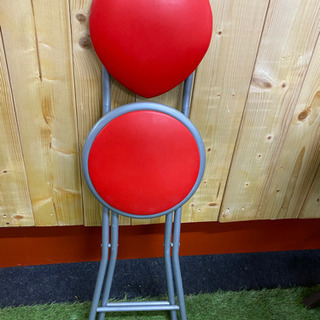 ハートの形が特徴的な折り畳み式椅子 - 仙台市