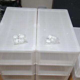 3段衣装ケース2個と押し入れケース2個