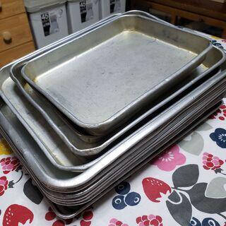 湯飲み、長い皿2種類、アルミの四角いもの - 売ります・あげます
