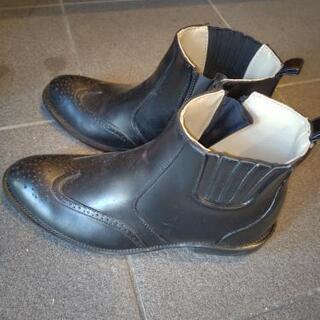 男性用の雨用の靴