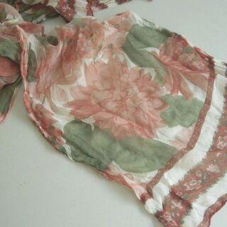 渋めの花柄 薄いふわっとしたスカーフ