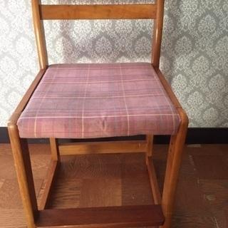 昔っぽい木の椅子