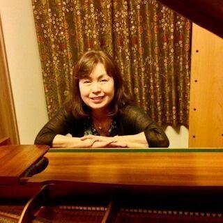 ピアノを弾いたりリコーダーや打楽器で合奏を楽しみましょう