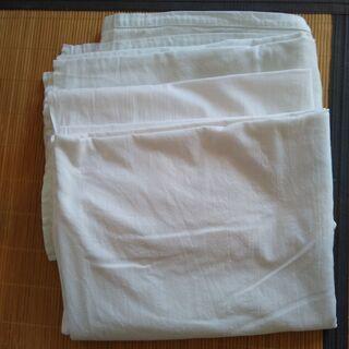 無料★引き取りのみ 白ベッドカバーx2枚 140x200cm(シングルサイズ)の画像