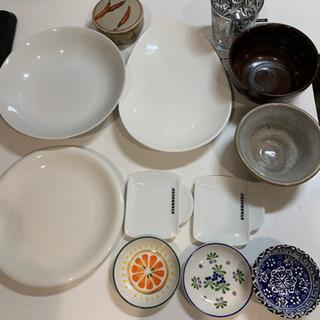 食器 白い皿 小皿 スタバの皿 茶碗 コップの画像