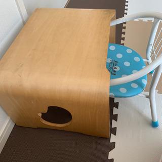 椅子とつくえ2点(子供用)
