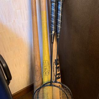 バットとバトミントンラケット(1970-80年代製、ビンテージ)