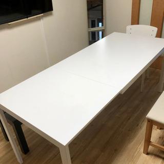 IKEAの白テーブル
