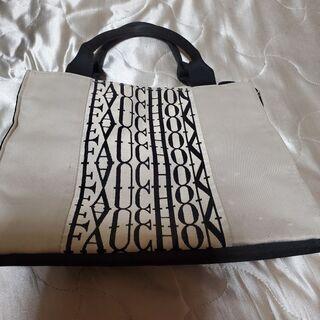 黒 ハンドバッグ