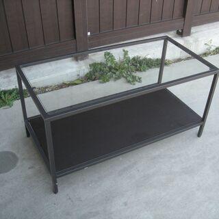 スチール枠のガラスローテーブル