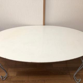 ネコ脚のテーブル 楕円形のテーブルです