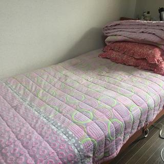 ベッド(+布団,枕,電気毛布)