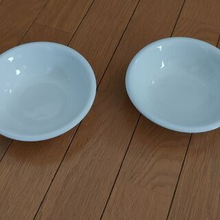 白いお皿2枚セットで☺️無料にて差し上げます!の画像