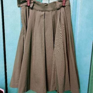 茶色のスカート