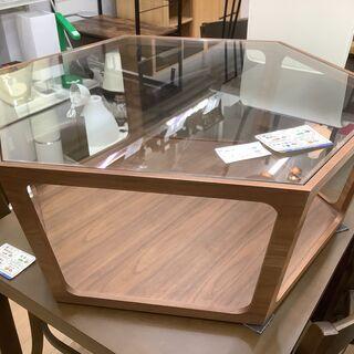 六角形のガラス天板リビングテーブルです!