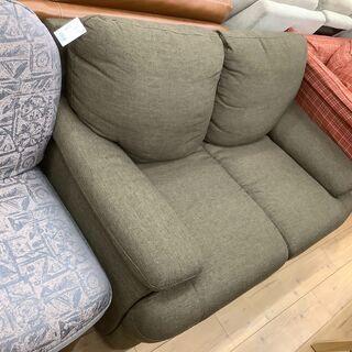 ダークカラーのニトリの2人掛けソファーのご紹介です!