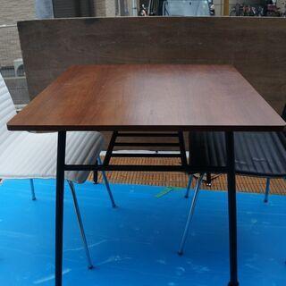 食卓テーブル!80×80×70cmでイス2個(白・黒)付で格安で...