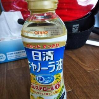 キャノーラ油100円で売ります。