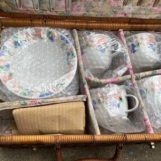 コーヒー茶碗セット 籐のバッグ入り。